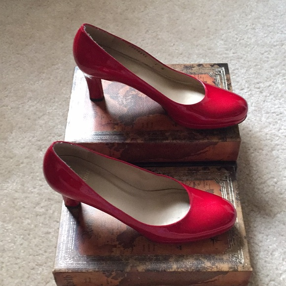 46a3f755db8 STUART WEITZMAN Candy Apple red patent leather